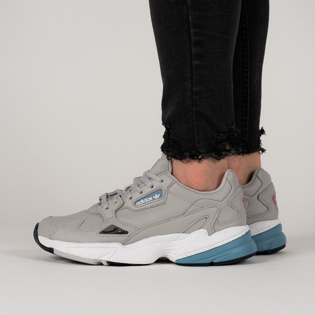 pas mal 2553f 0d5ed Baskets femme adidas Originals Falcon B37840 -SneakerStudio