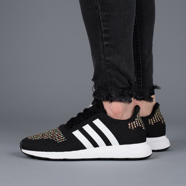 f0ebc443e03370 Baskets femme adidas Originals Swift Run W CQ2025 -SneakerStudio