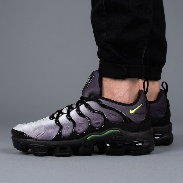 huge selection of a7dd9 a3e3a ... Baskets homme Nike Air Vapormax Plus 924453 009 ...
