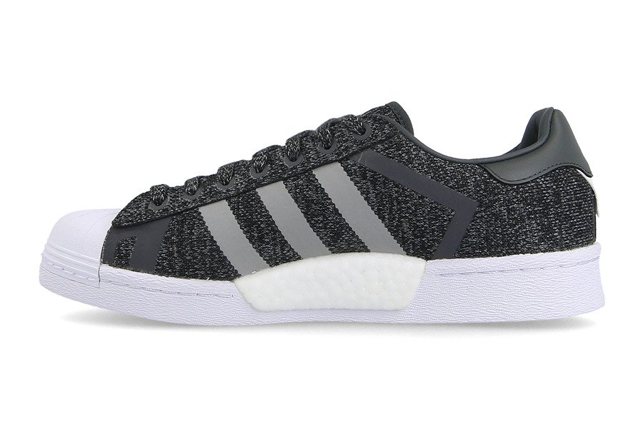 ... Chaussures baskets femme adidas Originals Superstar x White Mountaineering AQ0351 ...