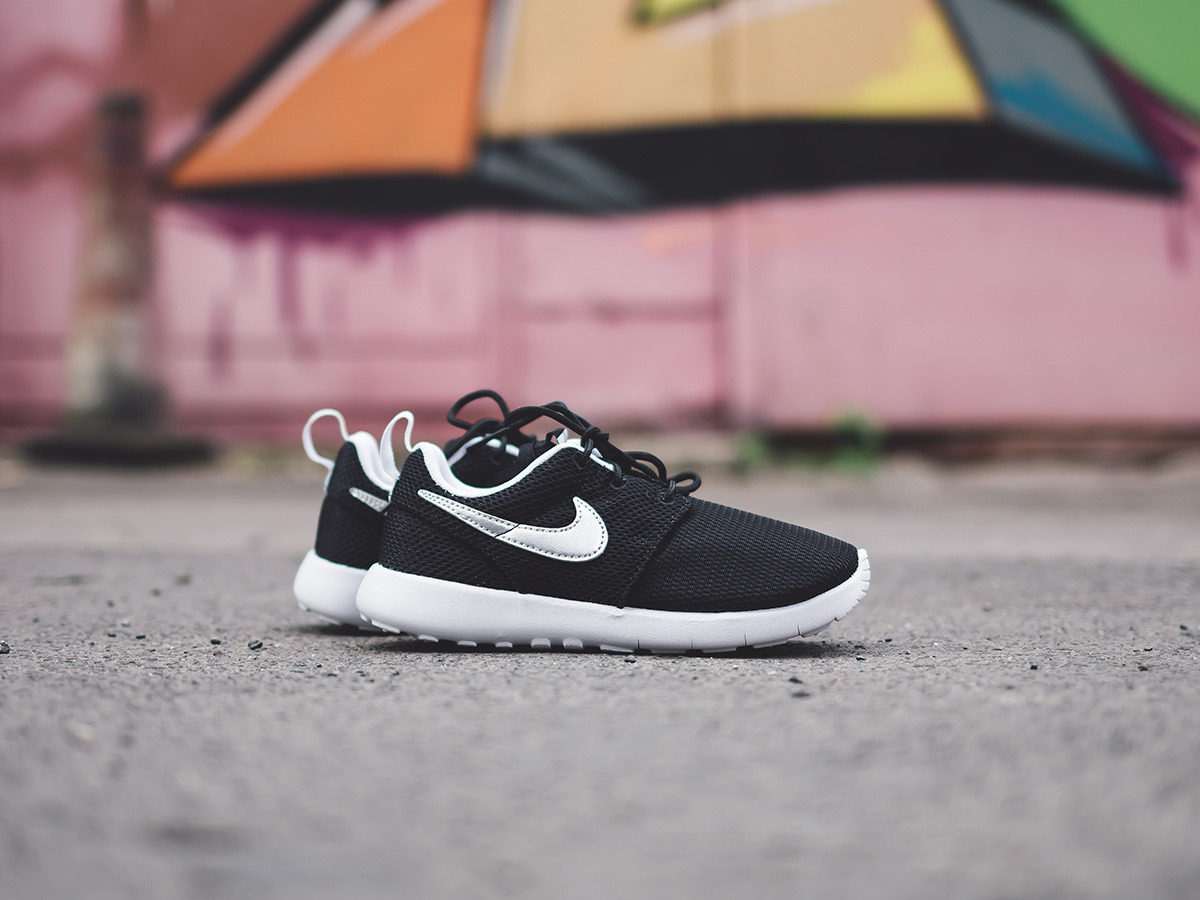1591a9bd67b ... Enfants chaussures sneakers Nike Roshe One (PS) 749427 021 ...