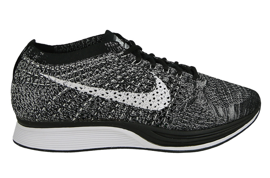 femme chaussures sneakers nike flyknit racer oreo 526628 012 sneakerstudio. Black Bedroom Furniture Sets. Home Design Ideas